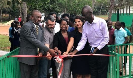 Inauguration d'un nouveau bâtiment sanitaire à Bombardopolis