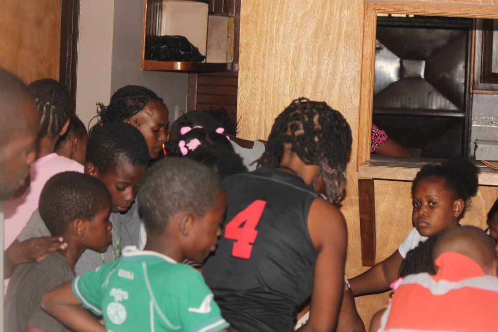 À Carrefour, pour la Noël, les femmes de l'AFPDEE souhaitent apporter de la joie aux enfants