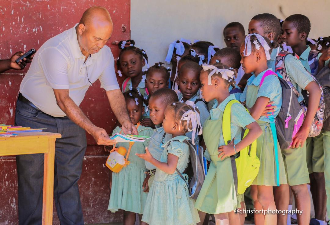 Coq chante/Jacmel: Raymond Pascarin au chevet des élèves de l'école Secours divin
